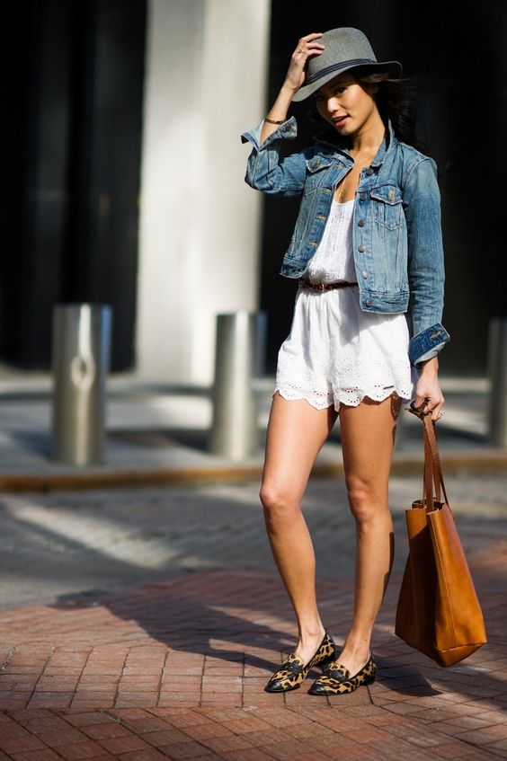 носить комбинезон с джинсовой курткой