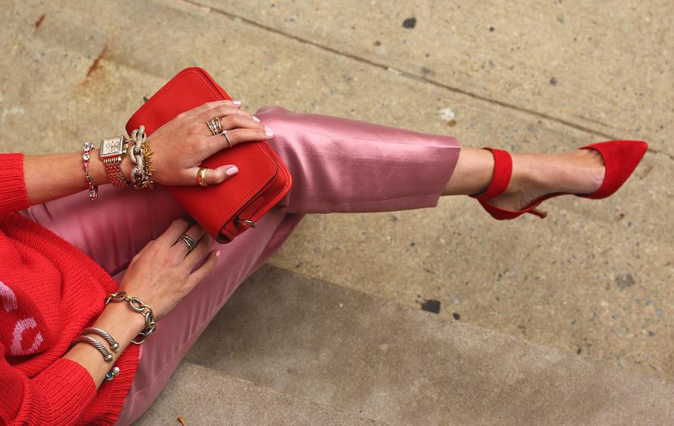 стильный красный цвет