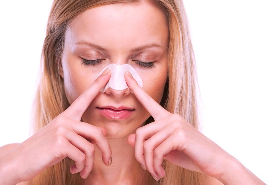полоски от черных точек на носу