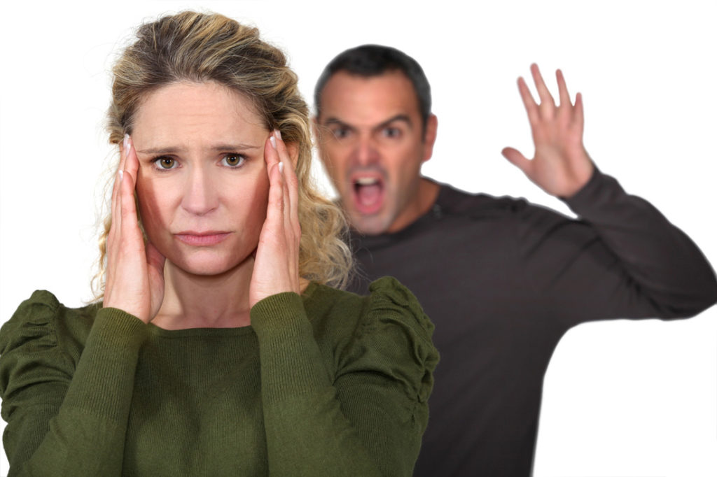 если мужчина оскорбляет женщину